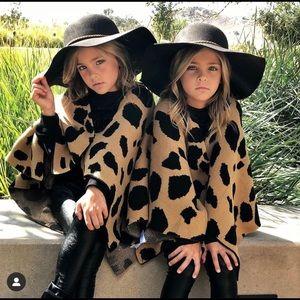 Little Trendsetter Leopard Capes